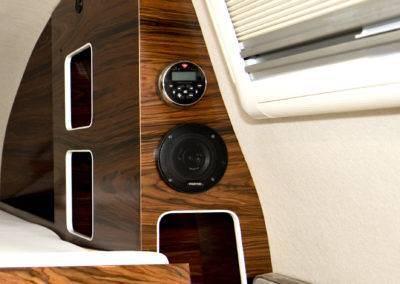 AZAR4 - Entwicklung eines Camper für 4x4 Pickup - pickup camper azar4 interior 04 400x284 - Wie ist ein Camper auf einem Pick-Up aufgebaut?