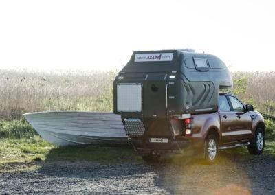 AZAR4 - Entwicklung eines Camper für 4x4 Pickup - kamper pick up kapsuła parking 400x284 - Auf der Suche nach Abenteuern mit einem Camper auf einem Pickup. Die interessantesten Reiseziele.