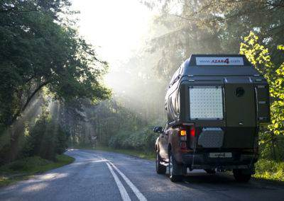 AZAR4 - Entwicklung eines Camper für 4x4 Pickup - kamper pick up podróż droga 400x284 - Wie reist man mit einem Camper für den Pickup?