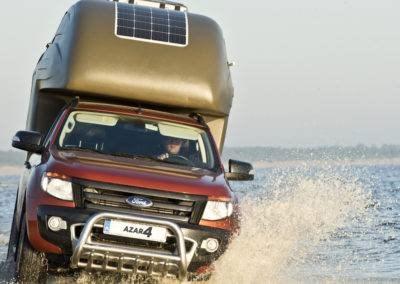 AZAR4 - Entwicklung eines Camper für 4x4 Pickup - pikap kamper wodna przeprawa 400x284 - Auf der Suche nach Abenteuern mit einem Camper auf einem Pickup. Die interessantesten Reiseziele.