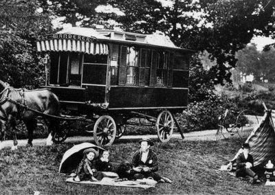 AZAR4 - Entwicklung eines Camper für 4x4 Pickup - fordhistoria 400x284 - Kleine Geschichte des Caravanings (für Camper auf einem Pickup)